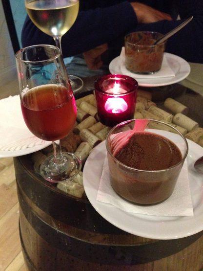 kieliszek madery i mus czekoladowy - idealne zakończenie dnia