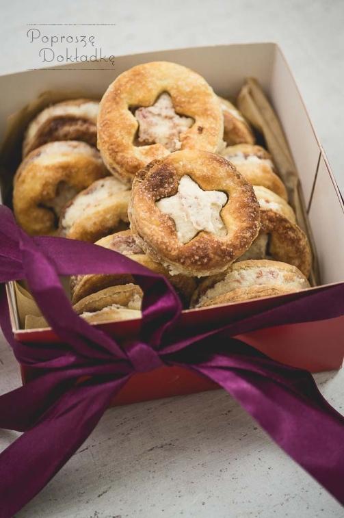 Ciasteczka półfrancuskie z masą migdałową i różą, przepis