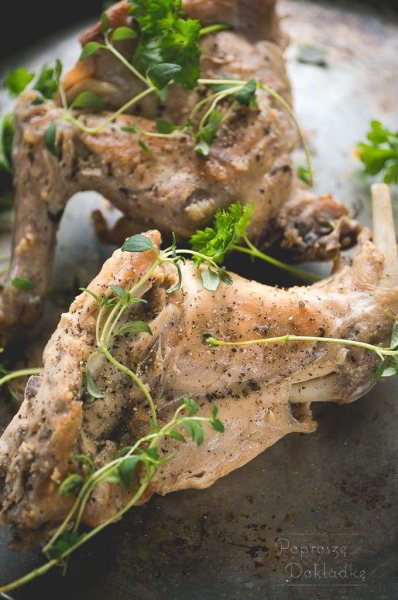 Conejo al ajillo - królik w sosie czosnkowym przepis