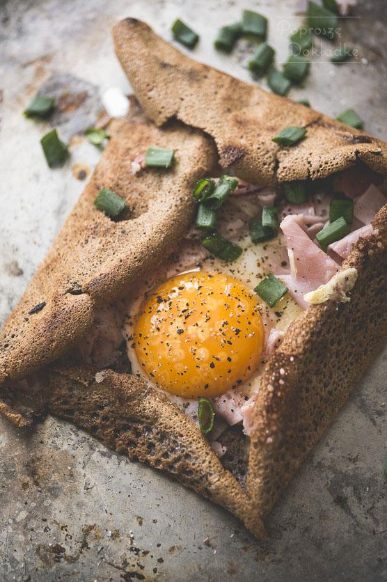 Galettes bretonnes - naleśniki gryczane z szynką, serem i jajkiem przepis
